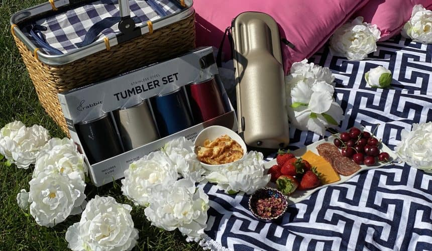 The Perfect Romantic Rosé Wine Picnic