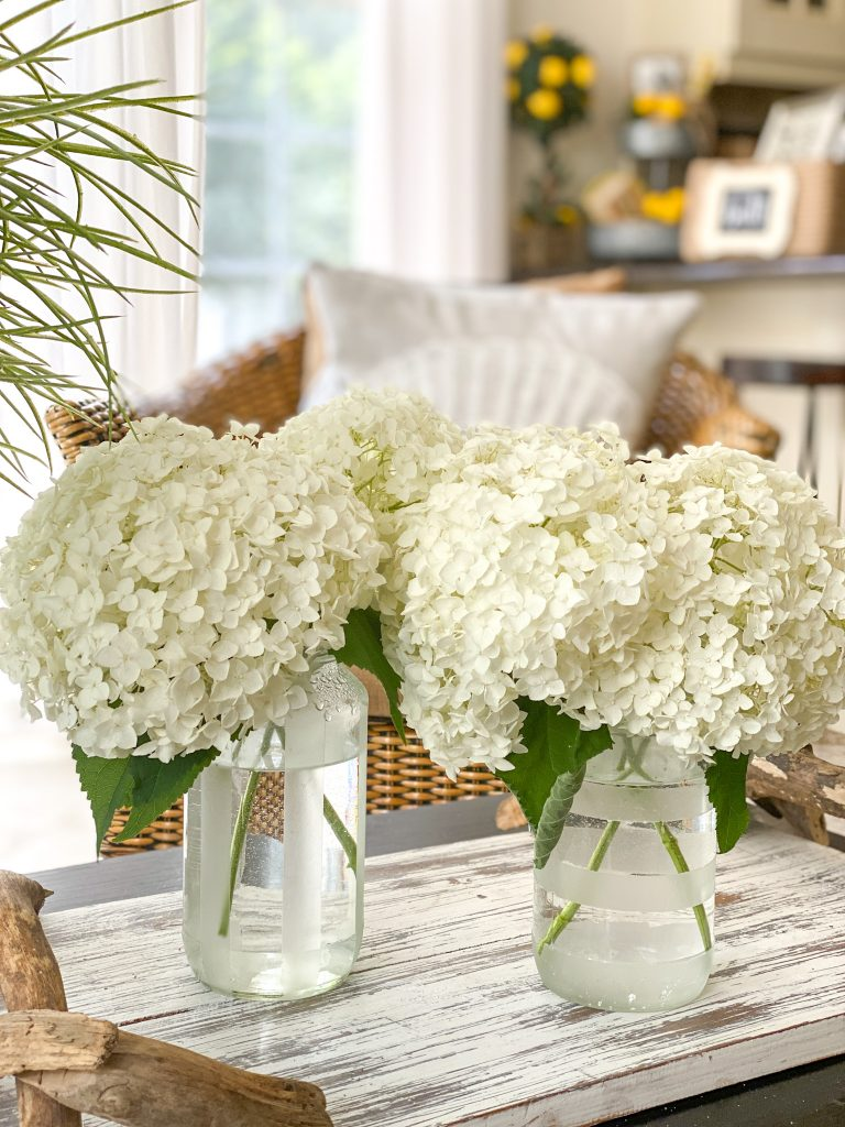 How to turn food jars into vases with frosted glass spray paint.