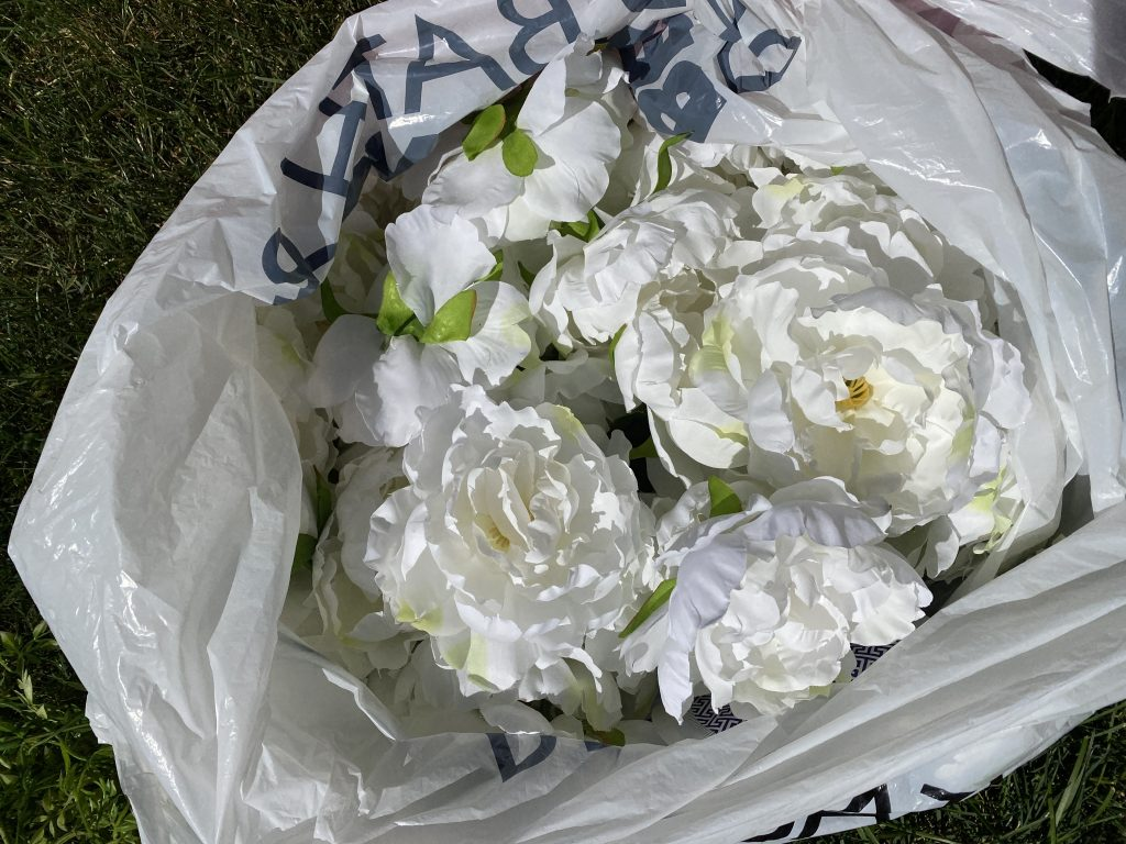 Make it romantic by spreading around white flowers.