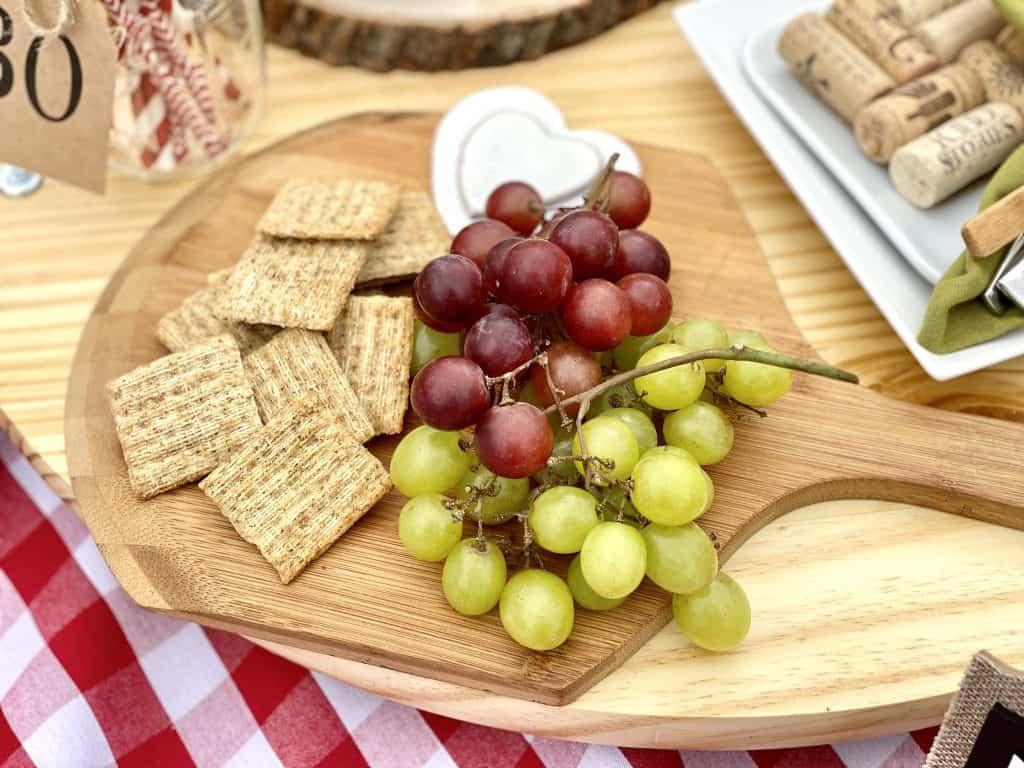 Snacks to bring to a picnic.