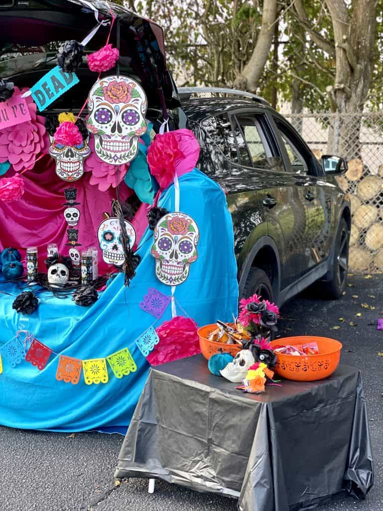 easy trunk or treat theme